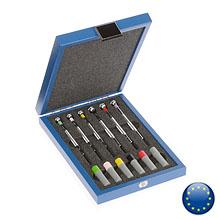 6 screwdrivers in a wooden case